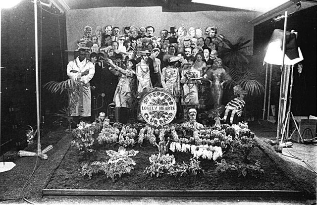 File:Sgt peppers photosession.jpg