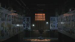1x01 RoomFullOfFaces