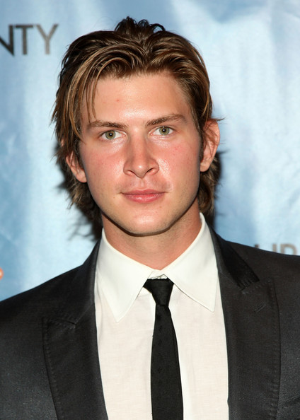 Who is dating greyston holt