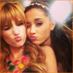 Ariana-Grande-Bella-Thorne