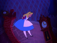 Alice-in-wonderland-disneyscreencaps.com-598