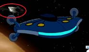 Una Nave de batalla Highbreed junto a la nave de Simian