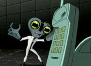 Materia Gris hablando por telefono