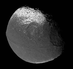 640px-Iapetus 706 1419 1