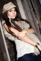 262px-450px-Victoria justice bulb 2 88881-1-