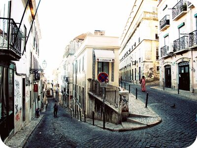 Curved-Street-Bairro-Alto.