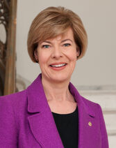 Tammy Baldwin, official portrait, 113th Congress