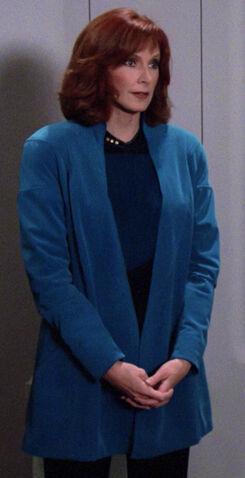 File:Beverly Crusher, uniform with overcoat.jpg