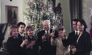 Борис Ельцин с семьей после записи новогоднего обращения