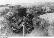 Bundesarchiv Bild 183-1983-0323-501, Kriegskinematograph im Schützengraben