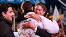 Abrazo a Guillermo Lasso
