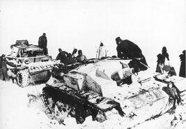Bundesarchiv Bild 183-84001-0011 Russland Sturmgeschütz und Panzer III im Schnee