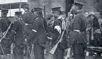 Солдаты революционной армии
