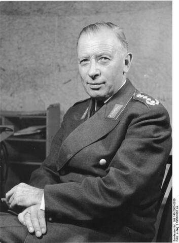 File:Bundesarchiv Bild 146-2005-00302C Adolf Heusinger.jpg