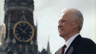 Борис Ельцин в 1996 году на фоне Спасской башни