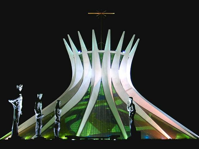 File:Cath Brasilia.jpg