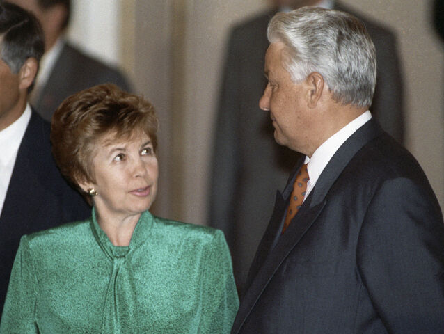 File:RIAN archive 37106 Boris Yeltsin and Raisa Gorbachev.jpg