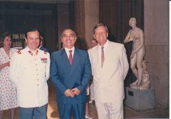 General Rafael Villarroel Carmona. A la derecha, Coronel (r) Juan Carlos Stack