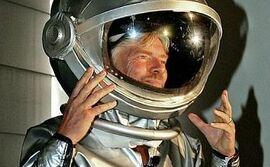 Britischer-Milliardaer-Branson-stellt-privates-Raumschiff-vor pdaArticleWide