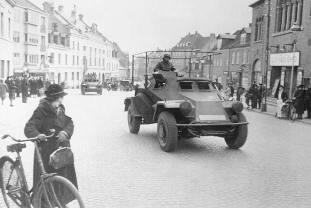 File:Bundesarchiv Bild 101I-753-0010-19A, Jütland, deutscher Spähpanzer (Sd. Kfz. 222).jpg