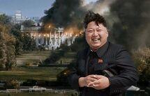 Ким позирует у Белого дома