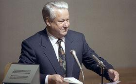 Ельцин во время заседания в Верховном Совете РСФСР