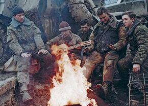Российские военнослужащие между боями