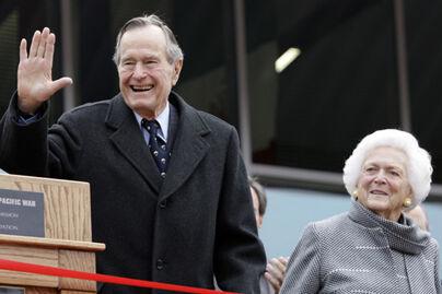 George HW Bush and Barbara Bush Dec 7 2009 - National Museum of the Pacific War