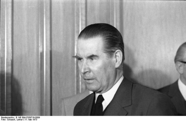 File:Bundesarchiv B 145 Bild-F039719-0009, Bonn, CDU-CSU Bundestagsfraktion, Schröder.jpg