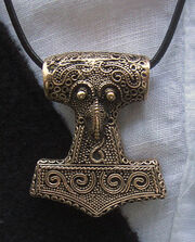 400px-Amulet Thor's hammer (copy of find from Skåne) 2010-07-10