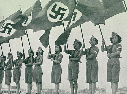 File:Japanese young ladies stage show for Hitlerjugend 1938.jpg