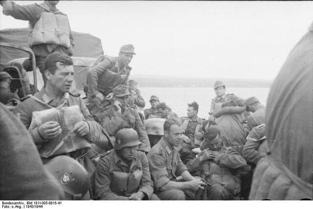 File:Bundesarchiv Bild 101I-005-0015-41, Jugoslawien, Polizeieinsatz, Truppentransport.jpg