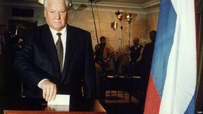 Ельцин голосует