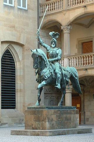 File:Reiterstandbild Eberhard I. von Württemberg im Innenhof des Alten Schlosses.jpg