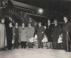 Julio Subercaseaux, junto a otros parlamentarios