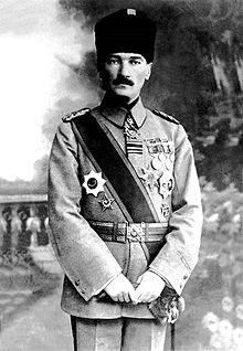Кемаль Аттатюрк в военной форме