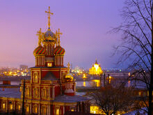Рождественская церковь, ночной вид на Стрелку