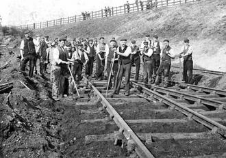 Рабочие-железнодорожники