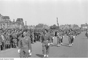 French troops in front of the Reichtang 1940