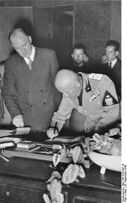 Bundesarchiv Bild 146-1978-087-16, Münchener Abkommen, Mussolini unterzeichnet
