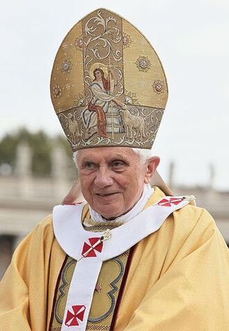 File:414px-Benedykt XVI (2010-10-17) 4.jpg