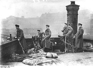 Рабочие из батальона
