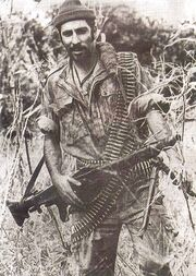Portuguese paratrooper holding MG-42