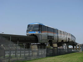 800px-Tokyo Monorail -03