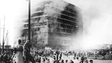 Columbushaus brennt-0