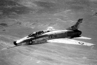 1024px-F-100A