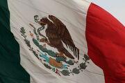 Bandera mexicana en el zócalo de la Ciudad de México