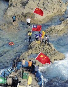 Diaoyu-senkaku-island-chinese-activists-carrying-prc-roc-flags-600x769