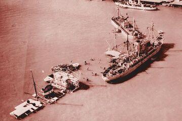 Затопленные египетские суда в Суэцком канале. Ноябрь 1956