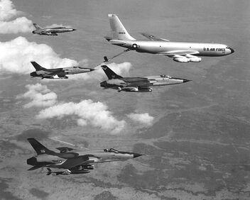 800px-F-105D Thunderchiefs refuel